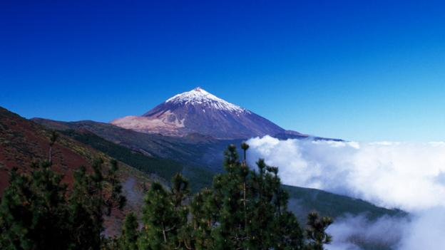 The mountain of Teide is on the neighbouring island of Tenerife (Credit: Credit: Kreder Katja/ Prisma Bildagentur AG/Alamy)