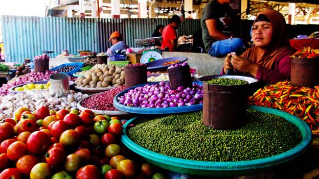 Tomohon Market stocks more common cooking items also (Credit: Credit: Theodora Sutcliffe)