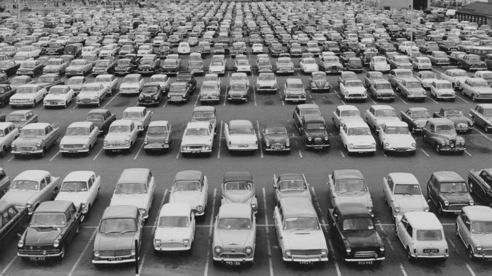 Photo of the day: Carspotting, August 1963