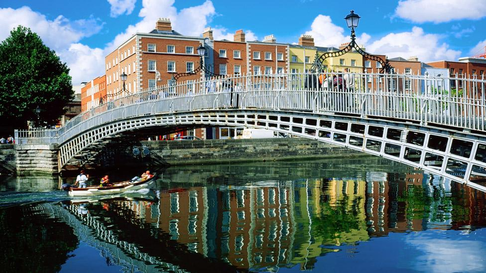 Ha'penny Bridge, River Liffey, Dublin, Ireland (Corbis Images)