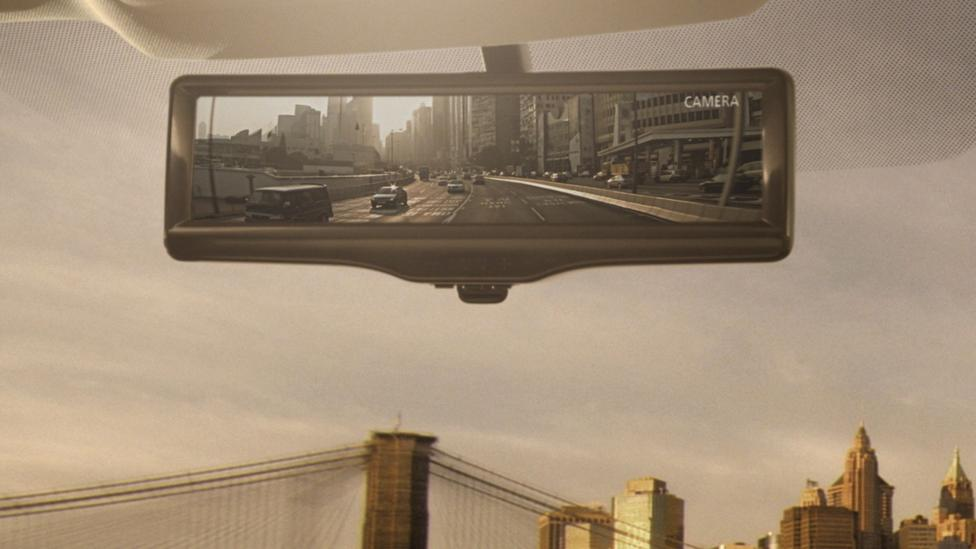 Nissan brings the rear-view mirror into the 21st century