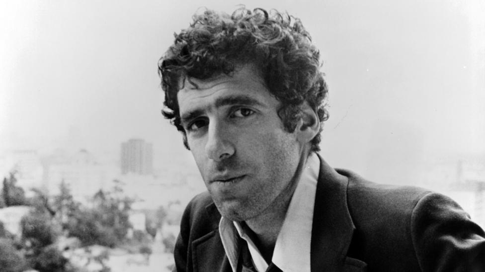 Gould, in a promotional still from 1973's The Long Goodbye. (Archive/Moviepix/Getty)