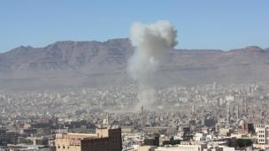 A suicide car bomb explodes at Yemen's defence ministry in the capital Sanaa killing at least 20 people and injuring 37, security officials say.
