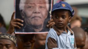 Some 60 heads of state and government are to attend the memorial service or state funeral of Nelson Mandela, South Africa announces.