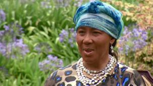 Nelson Mandela's daughter Makaziwe tells the BBC about the former president's last moments, with the whole family around him.
