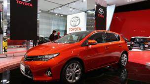 Australia's government is holding talks with Toyota as it looks to convince the firm to continue manufacturing cars there.