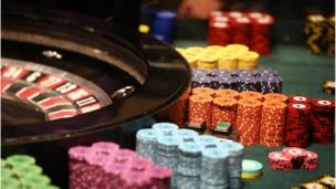 US casino operator Las Vegas Sands cancels a plan to create a huge casino complex, called Eurovegas, near Madrid.