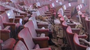 Investigators are trying to find out why part of the ceiling collapsed at London's Apollo Theatre injuring 76 people, seven of them seriously.