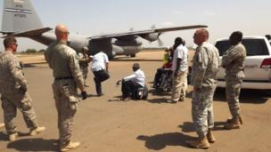 Four US service personnel are wounded as aircraft involved in evacuating US citizens come under fire in the spreading South Sudan conflict.