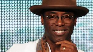 Actor Isaiah Washington is to return to US medical drama Grey's Anatomy, seven years after he was fired from the show after using a gay slur.