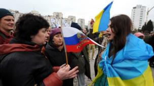 Tens of thousands of people across Ukraine hold rival pro-unity and pro-Russian rallies, as Moscow continues to strengthen its grip on Crimea.