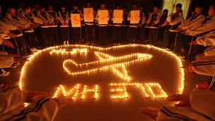 Military radar suggests the missing Malaysian airliner turned west, away from its planned route, before disappearing, Malaysia's air force says.