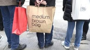 US retail sales rose for the first time in two months in February, official figures show, after the country suffered its third coldest winter on record.