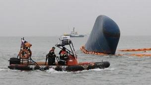 Bad weather, murky water and strong currents are hampering the search for about 280 people missing after a South Korean ferry sank.