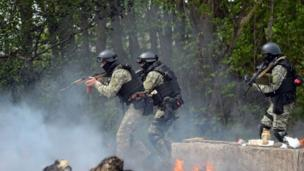 "Ukrainian commandos advance on the separatist stronghold of Sloviansk in eastern Ukraine as Russia's President Putin warns of ""consequences""."