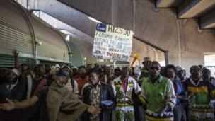 A four-week strike in South Africa's steel and engineering industries has come to an end after the country's biggest trade union sealed a deal with employers.