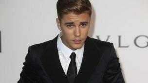 Canadian pop star Justin Bieber is sentenced to two years' probation and community service over the egging of his neighbour's home in California.