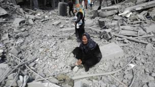 The death toll in Gaza has passed 1,000, Palestinian medical officials say, 19 days after Israel launched an offensive against Hamas militants.