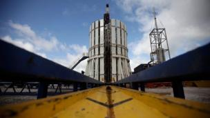 The bidding process for licences to extract shale gas - using the controversial process fracking - will begin later on Monday, the government announces.