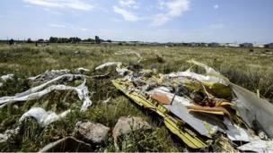Malaysian and Dutch leaders to meet later to discuss securing full access to the crash site of MH17 in eastern Ukraine, two weeks after the plane went down.