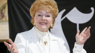 Veteran screen star Debbie Reynolds is to be given a lifetime achievement award by the Screen Actors Guild (SAG), the organisation announces.