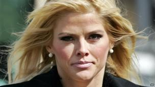 A judge rejects a bid by lawyers representing Anna Nicole Smith's daughter, challenging the will of her former husband, Texas billionaire J Howard Marshall.