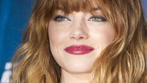 Hollywood actress Emma Stone is to make her Broadway debut in the current revival of Cabaret, replacing Michelle Williams in the role of Sally Bowles.