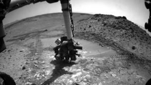 "Nasa's Curiosity rover looks to examine another sample of Martian rock, but its drill test in a slab dubbed ""Bonanza King"" fails to complete properly."
