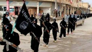Islamic State militants in Syria and Iraq are the most dangerous threat the US has faced in recent years, senior American officials warn.