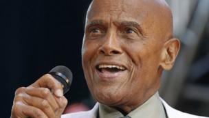 US actor and singer Harry Belafonte is to be honoured by the Academy of Motion Pictures Arts and Sciences.