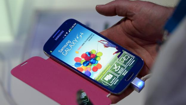 Samsung Electronics sees its quarterly operating profit fall to its lowest level in more than three years because of slowing smartphone sales.