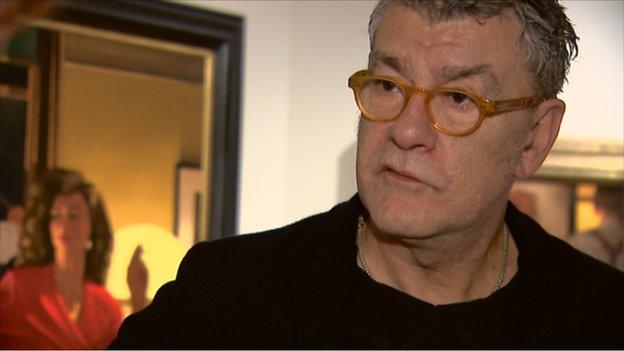 Scottish artist Jack Vettriano announces he is giving up painting for the foreseeable future due to a recent accident.