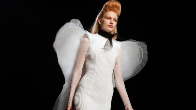 """French fashion house Jean Paul Gaultier is to stop making ready-to-wear clothes for both men and women, and will focus on """"haute couture"""" and perfume."""