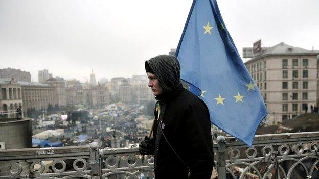Ukrainian MPs and the European Parliament are set to ratify a key EU association pact criticised by Russia.