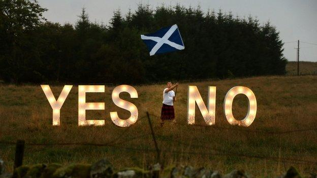 Both sides in the Scottish referendum campaign hold rallies as they make their final efforts to win over undecided voters.