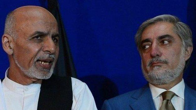 A deal to form a national unity government in Afghanistan has been signed at a televised ceremony in Kabul, ending months of political wrangling.