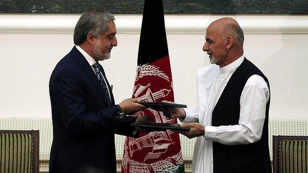 A deal to form a unity government in Afghanistan has been signed at a televised ceremony in Kabul, ending months of political wrangling.