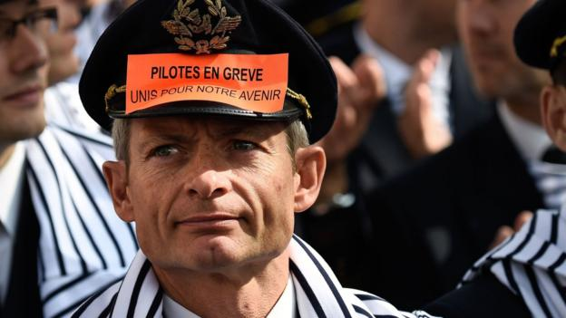 Up to 200 Air France pilots have demonstrated in Paris over the company's plan to expand its low-cost airline.