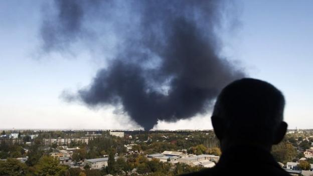 Rebel forces in eastern Ukraine begin an offensive to capture the government-held airport in Donetsk, Ukrainian officials say.