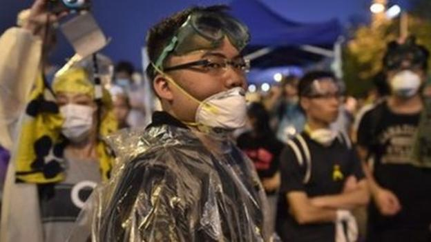 Tension is mounting at the Hong Kong government office in the Central district, with reports of protesters scuffling with police.