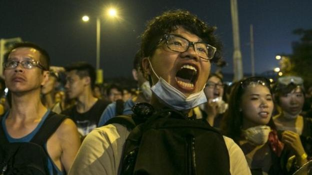 Hong Kong's Chief Executive CY Leung insists he will not quit, but offers talks to pro-democracy protesters calling for his resignation.