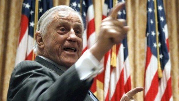 Ben Bradlee, the editor of the Washington Post during the Watergate scandal that toppled President Nixon, has died aged 93, the newspaper says.