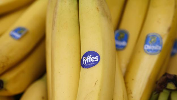 Shareholders in US banana distributor Chiquita vote against a merger deal with Irish rival Fyffes in favour of a higher offer.