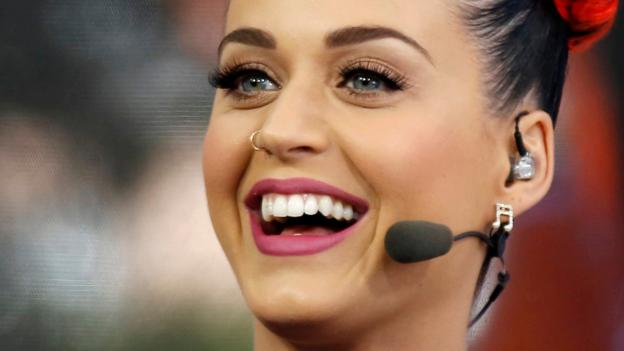 Singer Katy Perry is to headline the NFL Super Bowl half-time show next February.