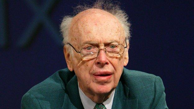 Prof James Watson is to auction off the Nobel Prize medal he won for the discovery of the structure of DNA.