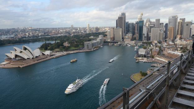 Chinese property giant Dalian Wanda is set to invest $1bn (£667bn) in a real estate development near Sydney Harbour.