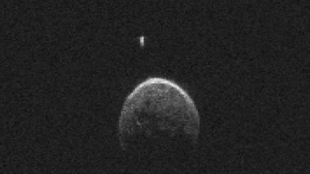Scientists who tracked the large asteroid 2004 BL86 as it passed by Earth say it has a small satellite.