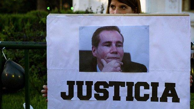 Top Argentine prosecutor Alberto Nisman, who died in unexplained circumstances, borrowed a gun because he feared for his security, a colleague says.