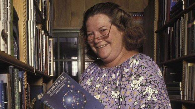 Australian author Colleen McCullough, best known for her novel The Thorn Birds, dies aged 77.