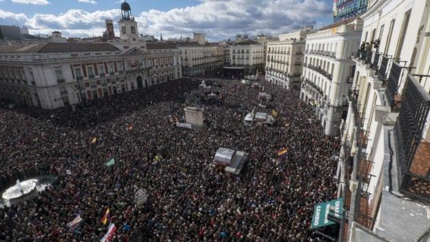 Tens of thousands of people attend a rally in central Madrid by radical leftists Podemos, as they look to build on Syriza's recent victory in Greece.